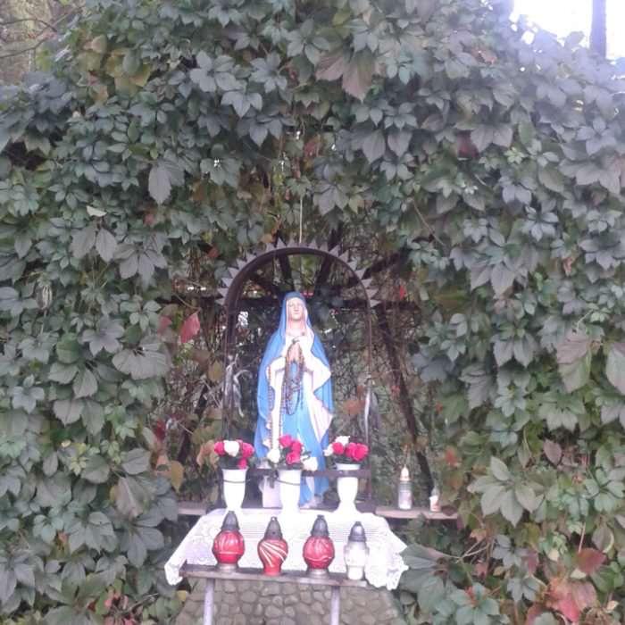Figurka Matki Bożej wBrzeźnicy