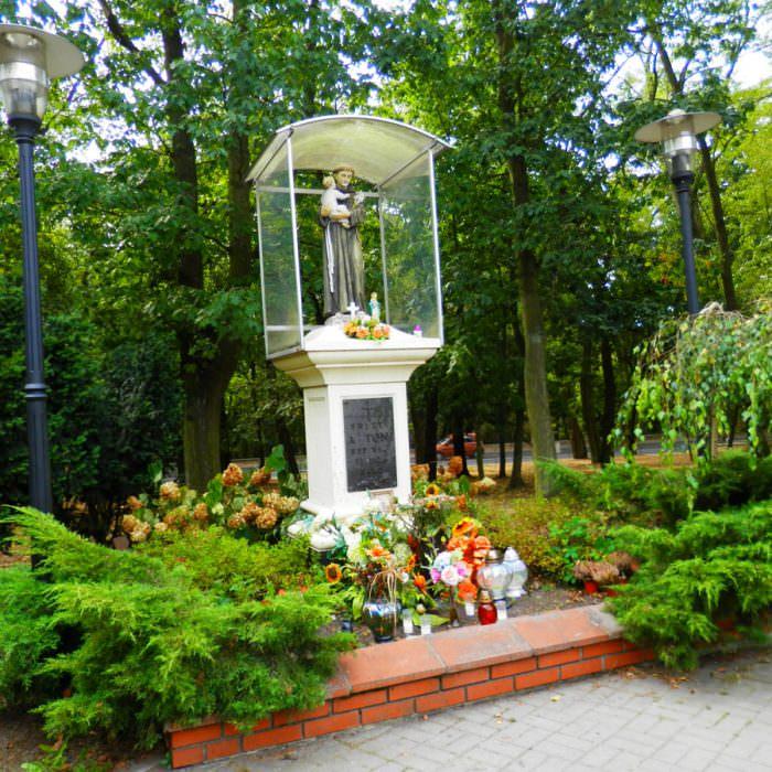 Kapliczka naobrzeżach Łodzi