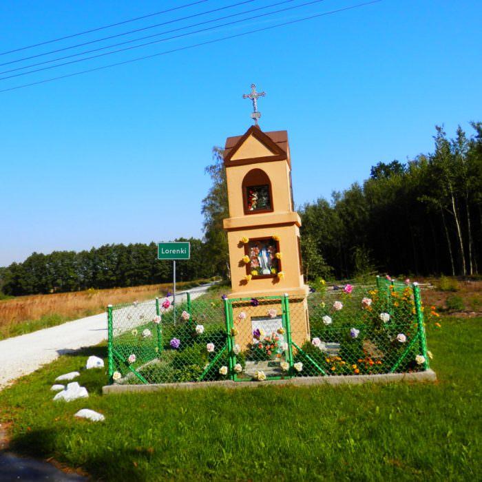 Władysławów - kapliczka przy działkach