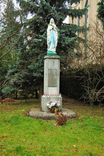 Kapliczka przy kościele św.Stanisława Kostki