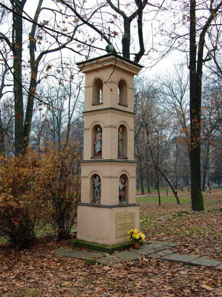Kapliczka wparku Krakowskim