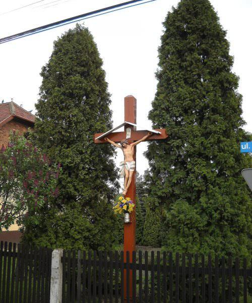 Drewniany krzyż wOrzeszu