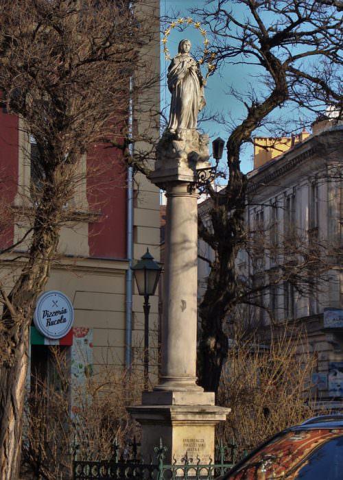 Figura Matki Bożej przy ul.Długiej