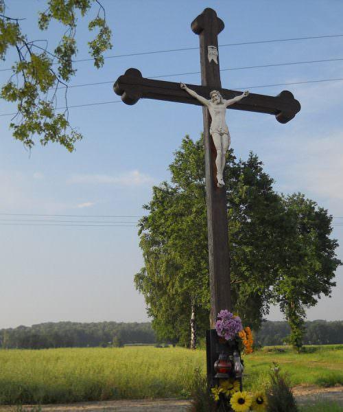 Krzyż przy drodze naRamżę