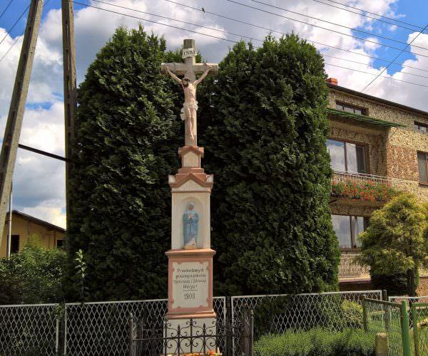 Krzyż zfigurą wewsi Kryry