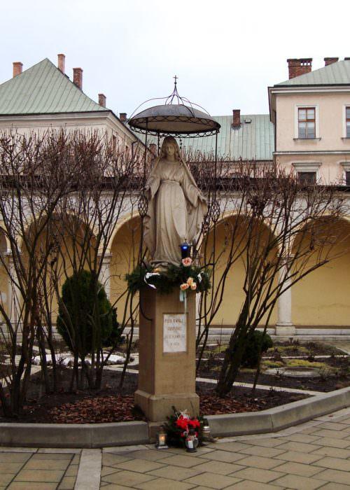 Figura Matki Bożej wKrakowie