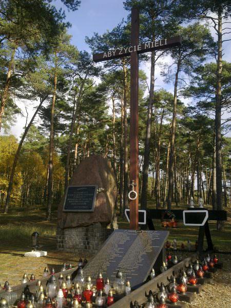 Pomnik wOtłoczynie