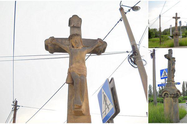 Krzyż przy trasie doKobióra