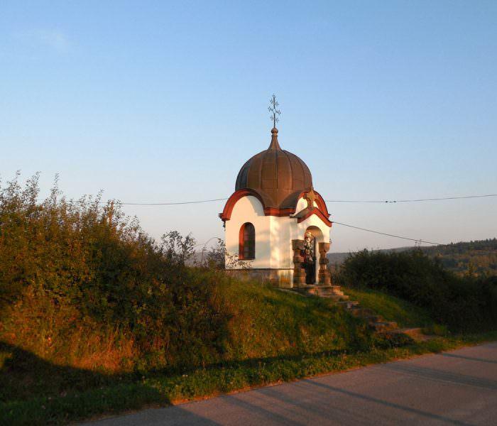Kapliczka wMęcinie Wielkiej