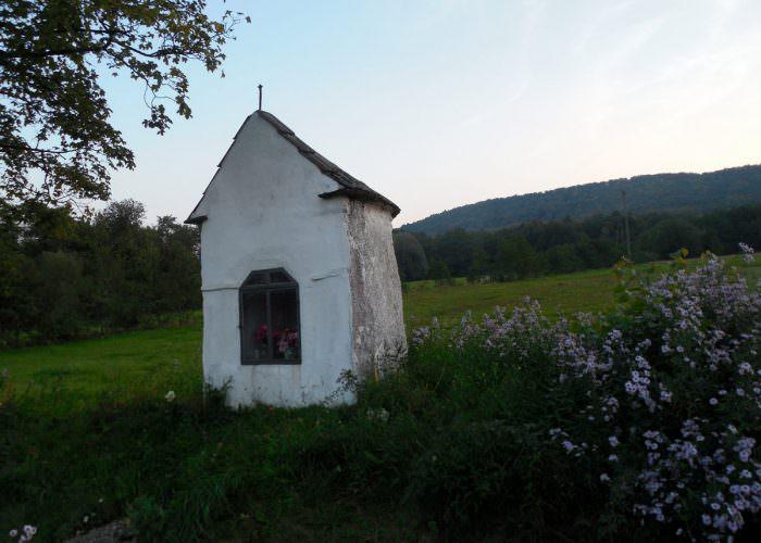 Kapliczka k. Woli Cieklińskiej