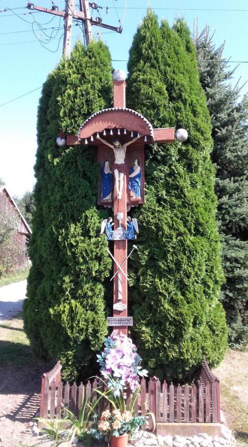 Krzyż wZawierzbiu