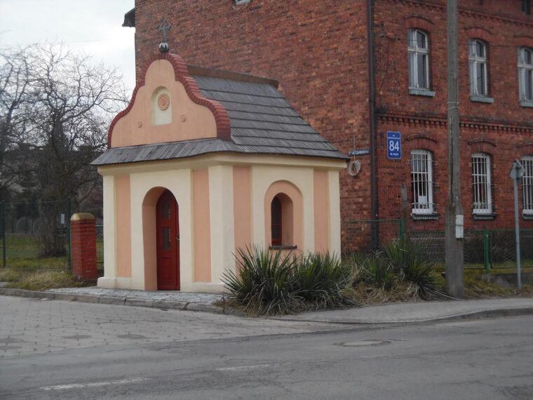 Kapliczka domkowa św Jana Nepomucena Leszczyny